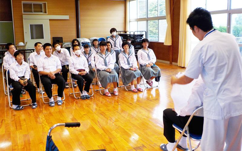 中学校での介護教室